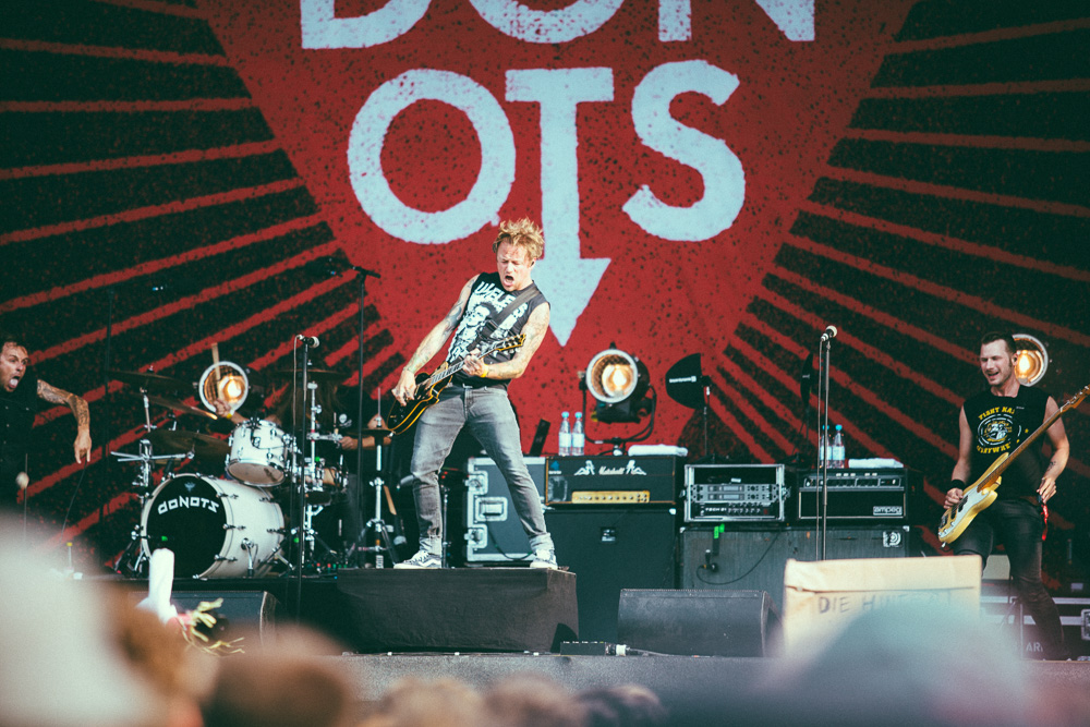 donots_open_flair_2015_live_5