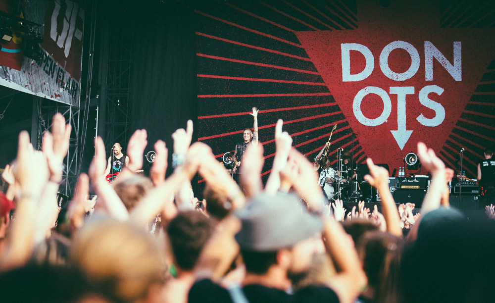 donots_open_flair_2015_live_6