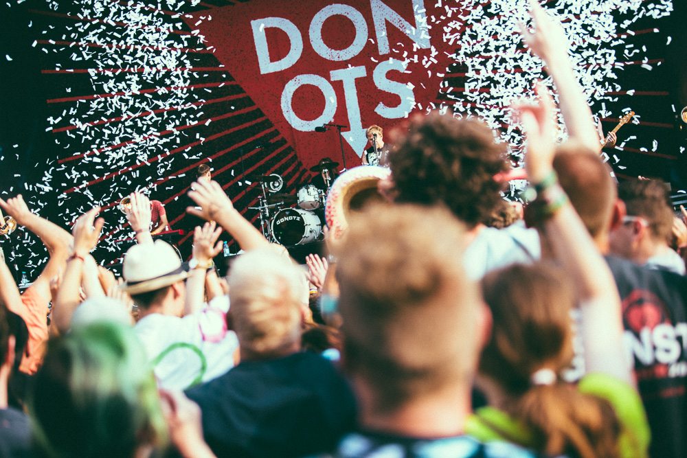 donots_open_flair_2015_live_7