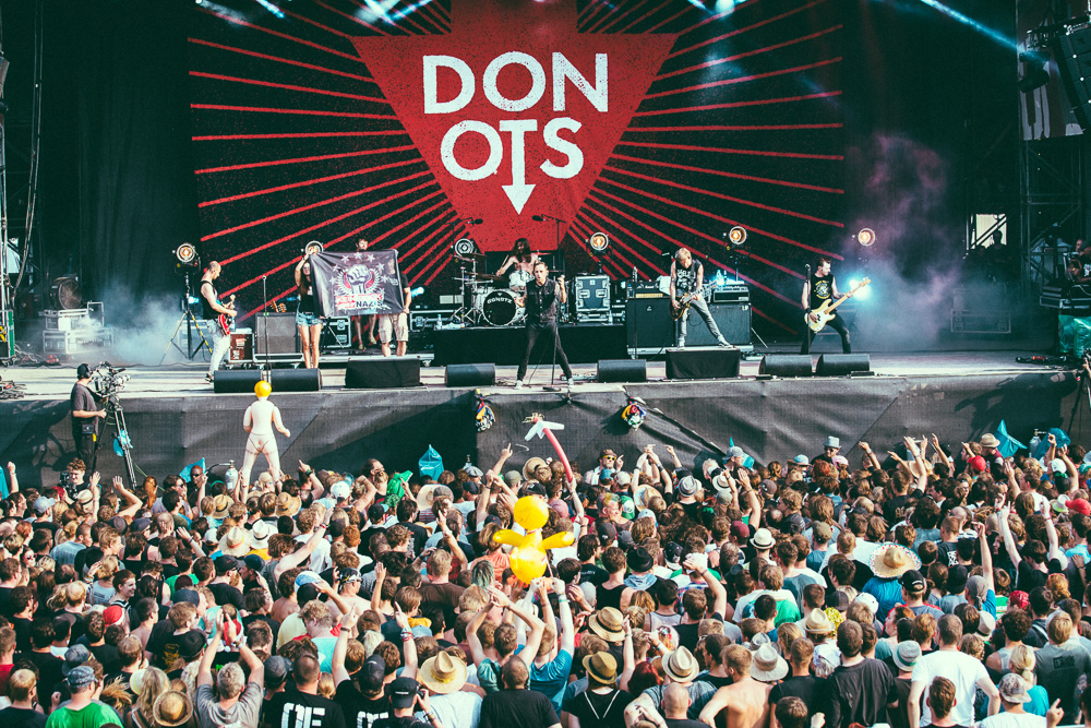 donots_open_flair_2015_live_9